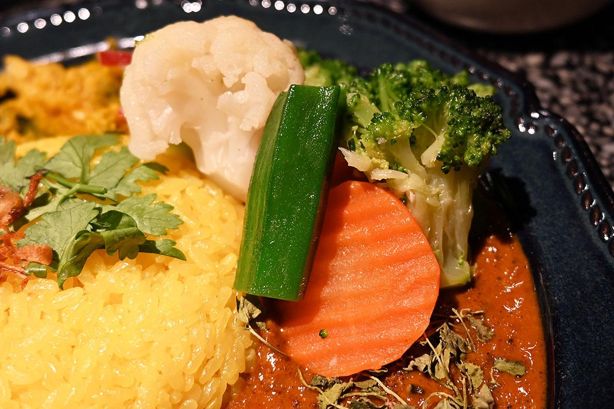 野菜のナムルもトッピング、めっちゃ色鮮やかになったー