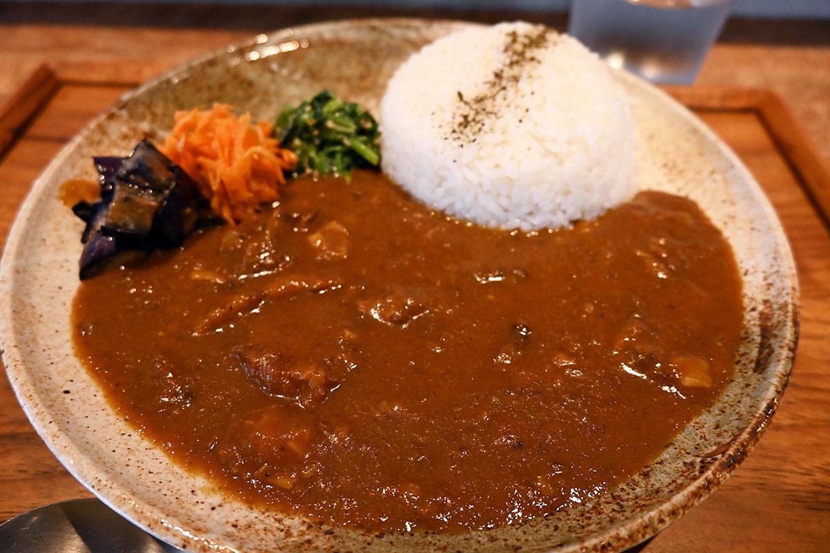 yuzukiの「牛すじ味噌煮カレー ジャパニーズアチャール」