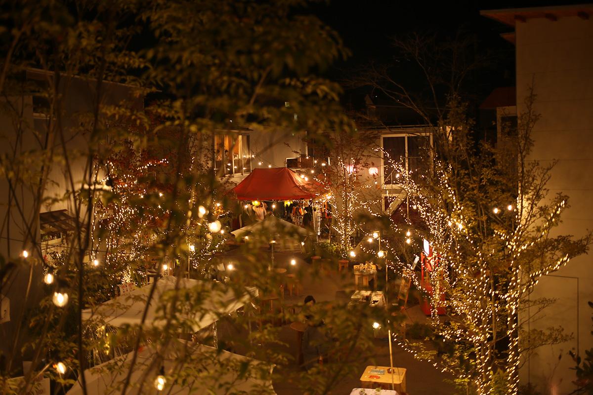 広場ではクリスマスイルミネーションもお楽しみいただけます。