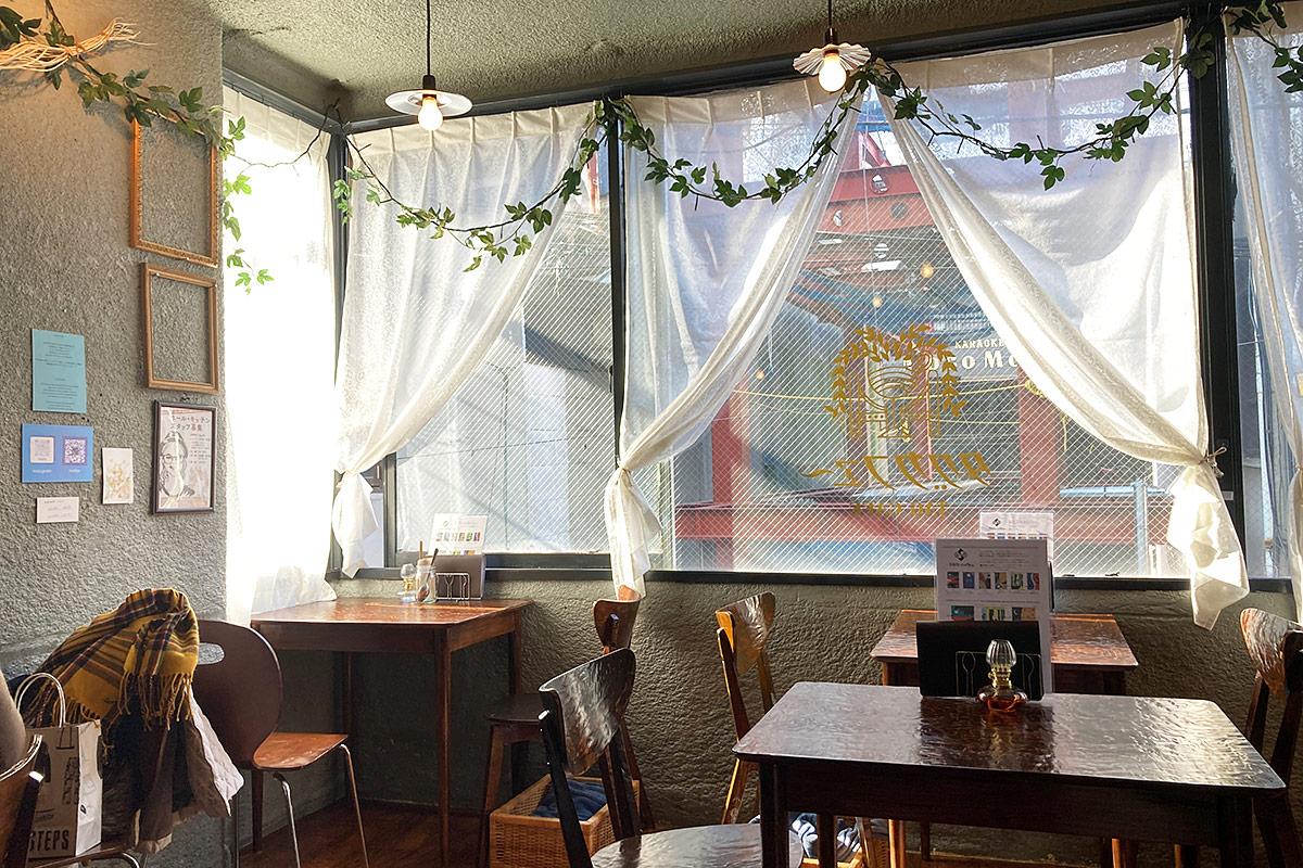 以前のカフェっぽいポップな雰囲気から、ノスタルジックな喫茶店にリニューアルしました