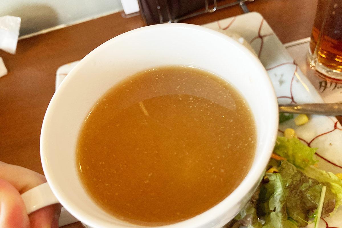 味噌風味のスープ、和洋感がレトロっぽい