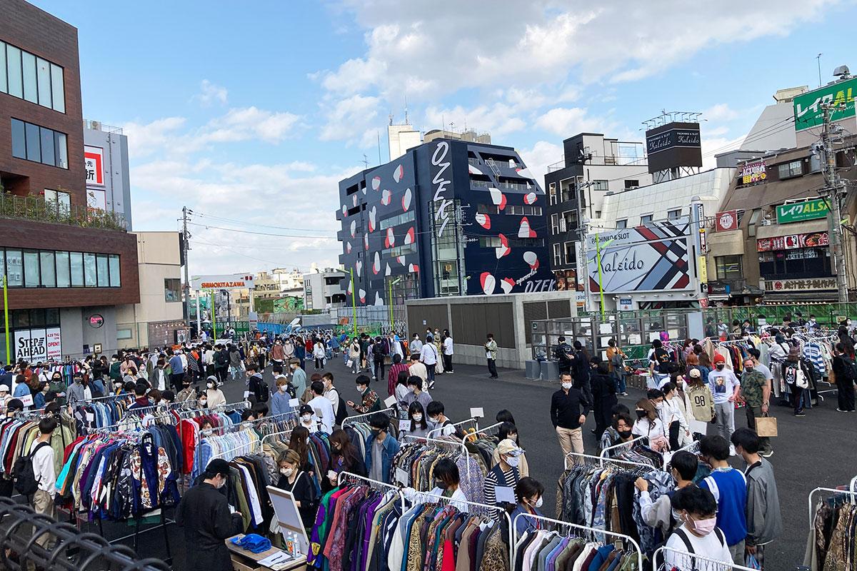 かなり広いスペースに、実際に下北沢にお店を持つ古着店15店舗が集結