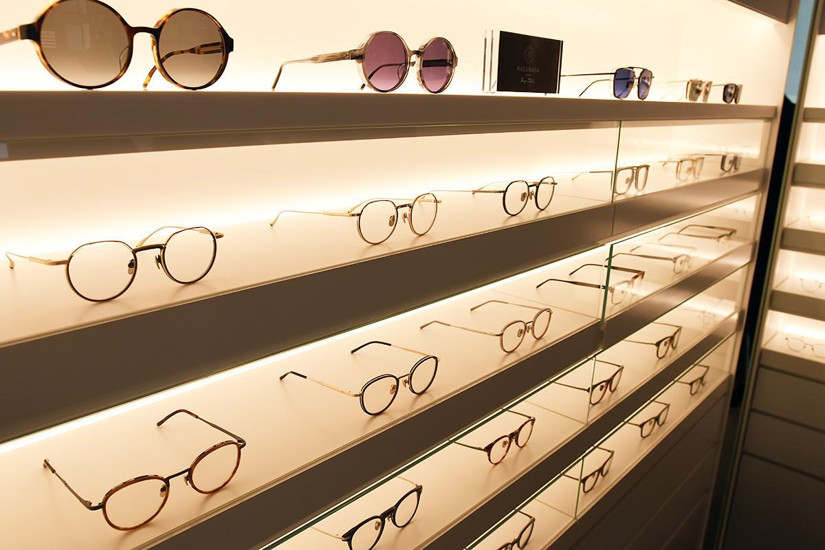 MASUNAGA1905 【営業時間/ 定休日】 11時-20時 / 木曜日 「世界三大眼鏡フレーム産地の一つである福井県に工場を構える「増永眼鏡」の直営店。100年超の歴史を持つと同時に、海外の展示会を始め、国内外の賞を受賞し、品質・デザインともに世界的に高い評価を受けています。7店舗目の直営店として、これからの時代に対応した新しい販売スタイルを提案します」
